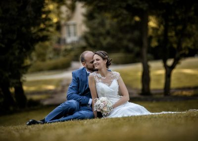 photo de couple tendresse prise par photographe de mariage en cote d or